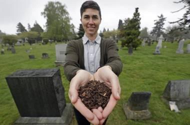 Katrina Spade, CEO da Recompose, empresa que pretende usar a compostagem como alternativa em vez de enterrar ou incinerar restos humanos. AP