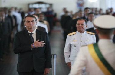 'Desculpem as caneladas, não nasci para ser presidente, e sim militar', diz Bolsonaro