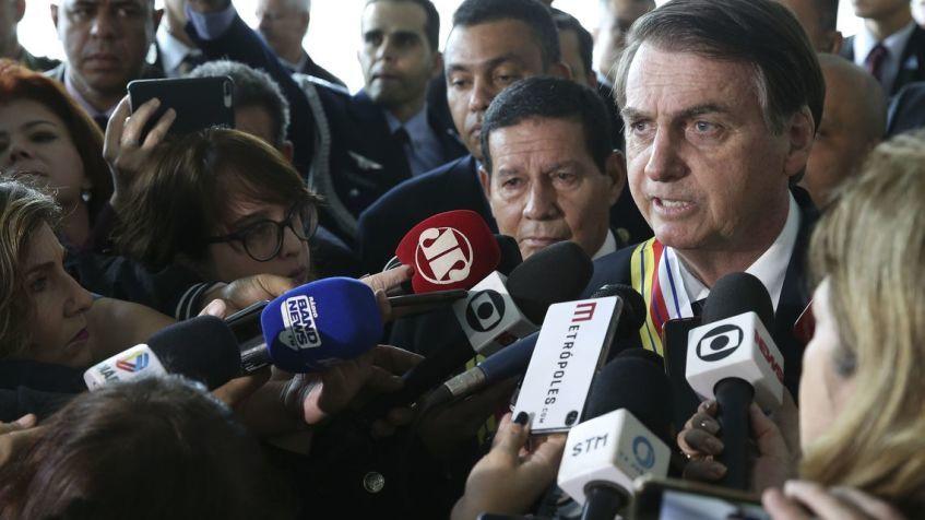 Bolsonaro diz que governo estuda reduzir impostos de empresa