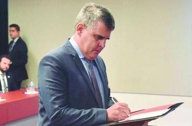 Governador em exercício Paulo Brant acredita que desacordos fazem parte da política / Foto: Renato Cobucci/Imprensa- MG