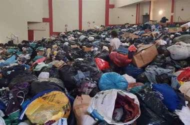 Roupas doadas ocuparam imóveis inteiros(foto: Renan Damasceno/EM/DA Press)