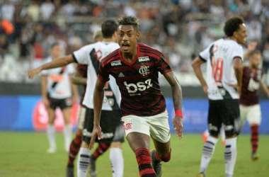 Bruno Henrique balançou as redes três vezes, mas um dos gols foi anulado<br> (Foto: Alexandre Vidal)