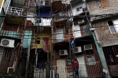 Fachadas de moradias na Villa 31, em Buenos Aires. AFP