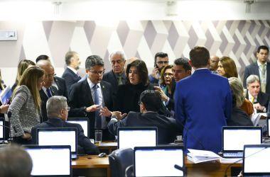 Os senadores Marcos do Val e Major Olímpio durante reunião da CCJ - Marcelo Camargo/Agência Brasil
