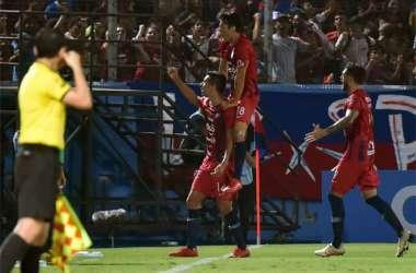 Jogadores do Cerro comemoram; goleada foi criada em 13 minutos (Foto: AFP / NORBERTO DUARTE )