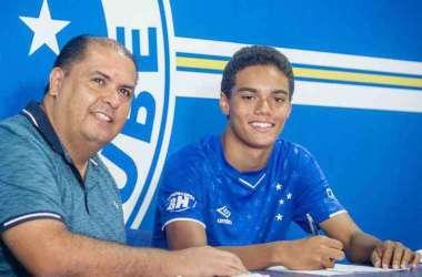 Filho de R10 sonha em ser ídolo do Cruzeiro (Foto: Gustavo Aleixo/Cruzeiro)