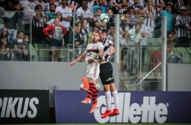 Réver sofreu uma pequena fratura no nariz após se chocar com um jogador do Flamengo, no duelo de sábado/ Bruno Cantini / Atlético /