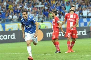 Fred comemora um dos gols marcados contra o Huracán (Foto: Juarez Rodrigues/EM/D.A. Press)