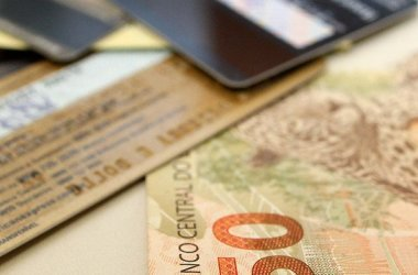 Endividamento das famílias brasileiras atinge maior patamar desde 2015