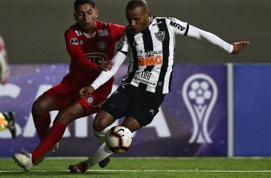 Contra o Unión La Calera, lateral Patric chegou a 150 partidas pelo Atlético Foto: CLAUDIO REYES / AFP