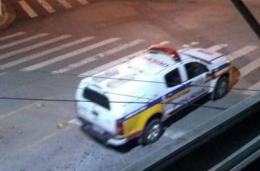 Policiais militares trocaram tiros com os criminosos(foto: Reprodução/WhatsApp)