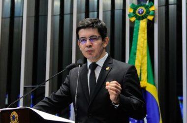 Randolfe diz que prisão de Lula está desmoralizada pela história