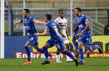 Thiago Neves marcou o gol de empate do Cruzeiro em duelo contra o São Paulo, no Pacaembu (Foto: Ricardo Moreira/Foto Arena/Estadão Conteúdo)