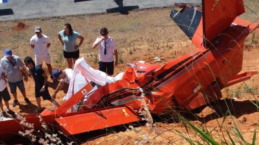 Avião de pequeno porte cai e deixa dois mortos em Guapé