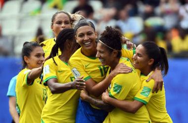 Brasil assumiu a liderança do grupo C da competição. (Foto: Jean-Pierre Clatot / AFP)