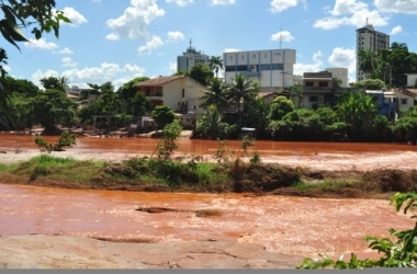 Rio Doce ficou tingido de lama por causa do desastre em Mariana, em 2015 /Leonardo Morais/Hoje em Dia / Leonardo Morais/Hoje em Dia