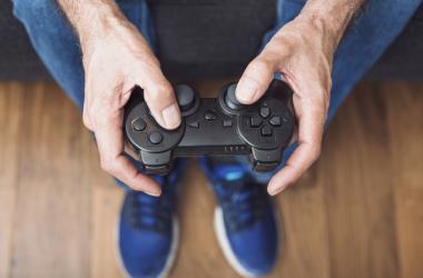 Pessoas com mais de 60 anos aprendem a jogar e programar games