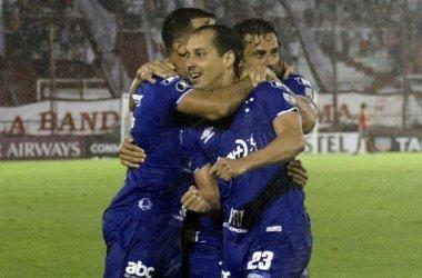 Cruzeiro bate o Huracán em Buenos Aires, na estreia da Libertadores