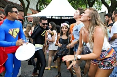 Acaba não, Carnaval! Domingo ainda tem desfile de 11 blocos em BH