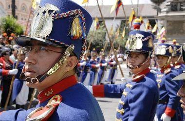 Escolta presidencial do Equador vira atração turística