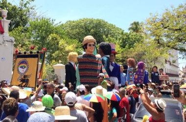 Com veto a Temer, apoteose dos bonecos gigantes arrasta multidão em Olinda