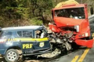 Agente da PRF morre em colisão frontal no Norte de Minas