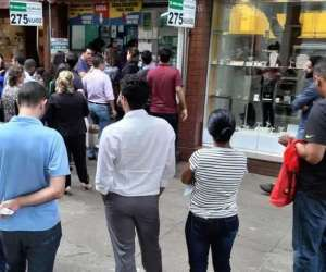 Leandro Couri/EM/D.A Press(foto: Em Belo Horizonte e no resto do país, as lotéricas ficaram lotadas às vésperas do sorteio )