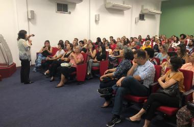 Com auditório lotado, Conversando abordou valores para transformação do mundo