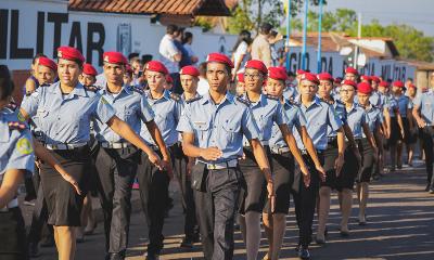 alunos-do-colegio-militar-em-araguaina..jpg