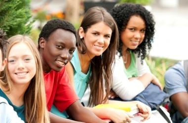 Quase 4 em cada 10 jovens de 19 anos não concluíram o ensino médio, aponta levantamento